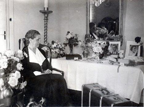 Farmor Anna på 70-årsdagen, Brötvägen, Ålsten (27 juli 1934)