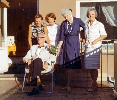 Märta, Stendahls, faster, och mamma, Stedahls terrass, Örebro (1969)