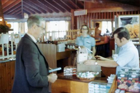 Pappa betalar för frukosten, Howard Johnson, Lancaster (1969)