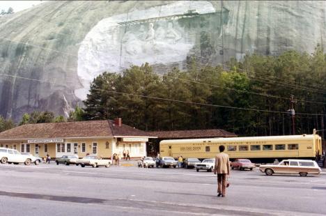 Ed på väg mot huvudstationen för järnvägen runt berget, Stenberget (1971)