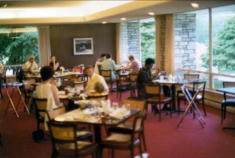 Ed väljer morgonmat, Restaurangen,  Motell Gränsträdsstugan,Cherokee (1971)