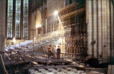 Det inre av katedralen under restaurationsarbete, York (1971)